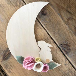 Houten maan met konijn